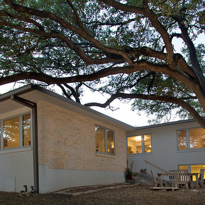 Inspiration for a mid-century modern one-story exterior home remodel in Austin