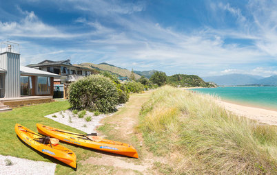 Houzz Tour: A Humble but Welcoming Beach House in New Zealand