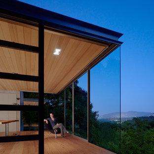 Idéer för att renovera ett litet funkis hus, med glasfasad, allt i ett plan och platt tak