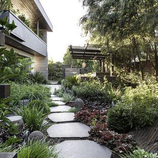 Ejemplo de fachada de casa urbana de dos plantas