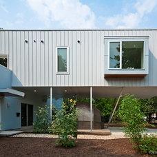 Modern Exterior by Universal Joint Design Associates