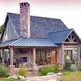 Foto de fachada rústica con revestimiento de madera