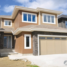 Traditional Exterior by Kanvi Homes