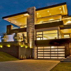 Contemporary Exterior by SolScapes