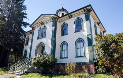 Houzz Tour: Meet the Schoolhouse Saved By 'The Birds'