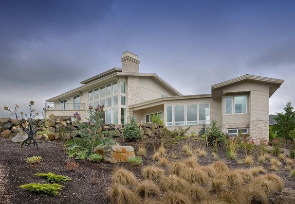 Modern Exterior by Alan Mascord Design Associates Inc