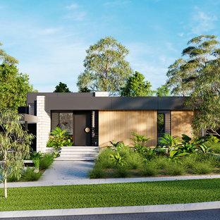 Modelo de fachada de casa multicolor, actual, pequeña, de una planta, con tejado plano, tejado de metal y revestimientos combinados