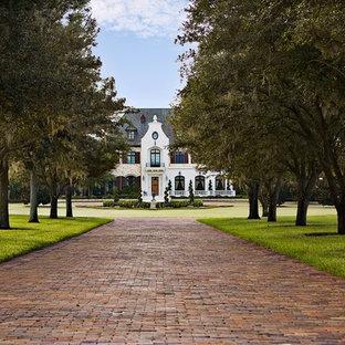 Inspiration för ett mycket stort vintage vitt hus, med tre eller fler plan, blandad fasad, valmat tak och tak i shingel