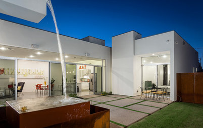 Houzz Tour: A Tale of Two Courtyards
