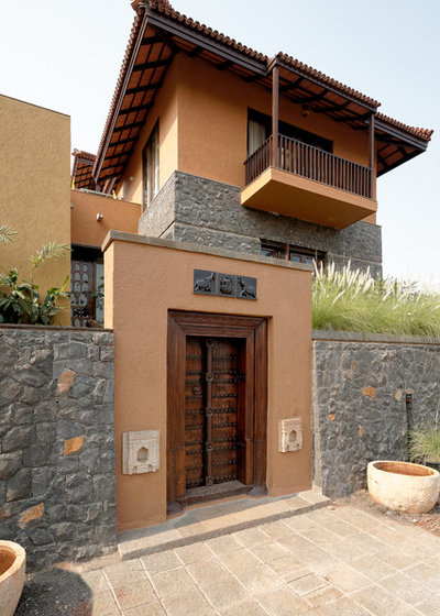 Pune houzz this sumptuous house is built for all seasons for Architecture design for home in pune