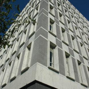 Foto de fachada gris, vintage, extra grande, de tres plantas, con revestimiento de ladrillo