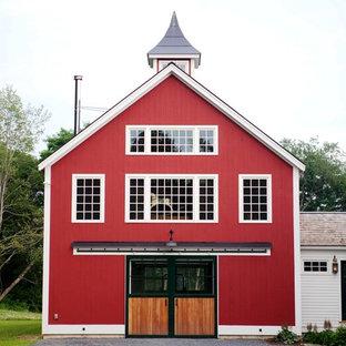 Foto de fachada roja, campestre, con tejado a dos aguas