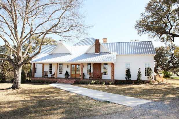 Farmhouse Exterior by Magnolia Homes