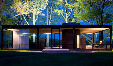 Must-Know Modern Homes: The Glass House