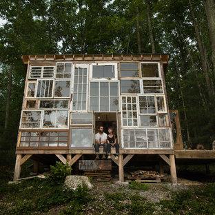 他の地域のエクレクティックスタイルのおしゃれな家の外観 (ガラスサイディング) の写真