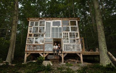 Houzzツアー: 窓を組み上げた壁から夕焼けや星空を眺められる、DIYの美しい小屋