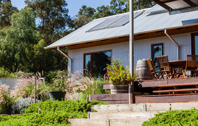 Houzz Tour: Great Aussie Shearing Shed Inspires a Family Home