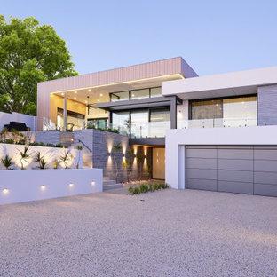 Idées déco pour une façade de maison contemporaine de taille moyenne et à un étage avec un toit plat et un toit en métal.