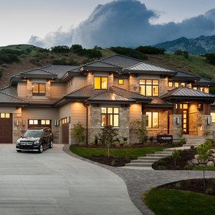 ソルトレイクシティのトランジショナルスタイルのおしゃれな家の外観 (石材サイディング、茶色い外壁、寄棟屋根) の写真