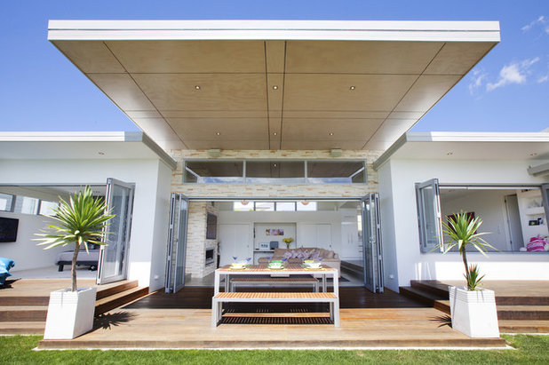 Modern Exterior The Lake House - Creative Space Architectural Design