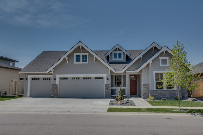 Traditional Exterior by Alturas Homes