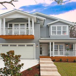 Идея дизайна: двухэтажный фасад частного дома серого цвета в стиле современная классика с облицовкой из винила, двускатной крышей и металлической крышей