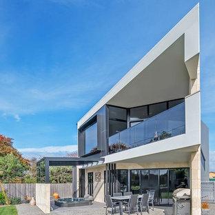 他の地域のコンテンポラリースタイルのおしゃれな家の外観 (コンクリート繊維板サイディング、陸屋根、戸建、金属屋根) の写真