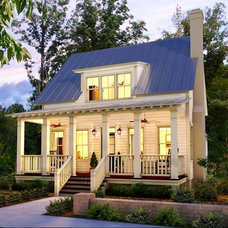 Traditional Exterior by Lady Street Builders