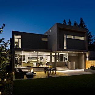 Ispirazione per la facciata di una casa moderna a due piani