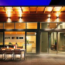 Modern Exterior by HALLIDAY DESIGN