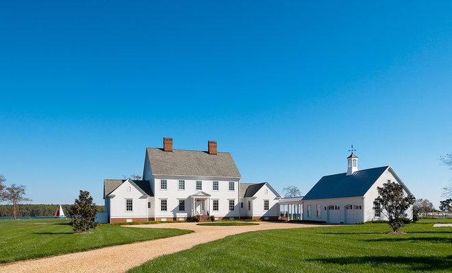 Farmhouse Exterior by Richard Leggin Architects
