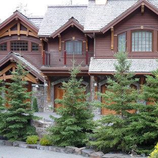 Uriges Haus mit Holzfassade in Vancouver