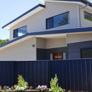 Diseño de fachada ecléctica con tejado a la holandesa