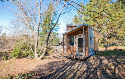Houzz Tour: Rolling With Simplicity in a Tiny House on Wheels