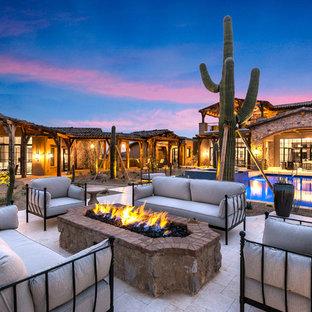 Diseño de fachada de casa multicolor, romántica, extra grande, de dos plantas, con revestimientos combinados, tejado a dos aguas y tejado de varios materiales