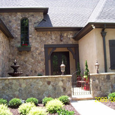 Traditional Exterior by Grainda Builders, Inc.