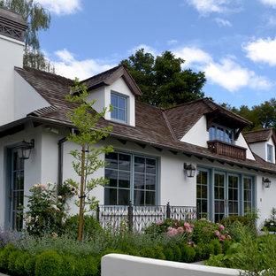 Modelo de fachada clásica, de tamaño medio, de dos plantas