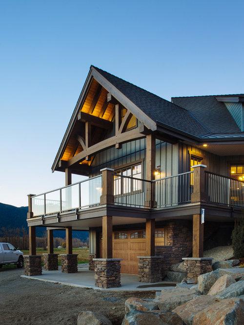 Foto e idee per facciate di case facciata di una casa for Piani di casa con 3 master suite