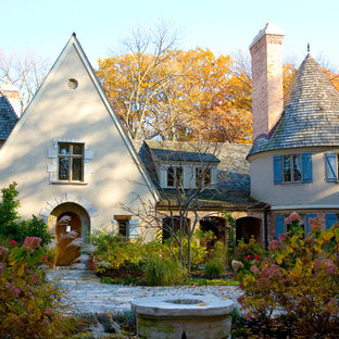 Example of a classic exterior home design in Chicago