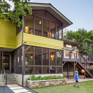 Idéer för att renovera ett stort funkis grönt hus i flera nivåer, med fiberplattor i betong och sadeltak