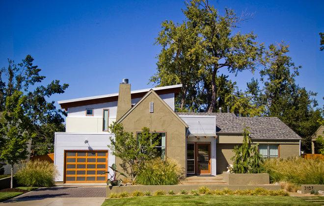 Contemporary Exterior by CRFORMA DESIGN:BUILD