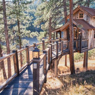 Tree house with Natureaged siding