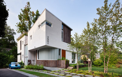 Houzzツアー:イノベーションあふれる最新サステナブル住宅。素材を見せるスタイリッシュなデザインも魅力