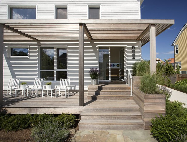 Transitional Exterior by ZeroEnergy Design