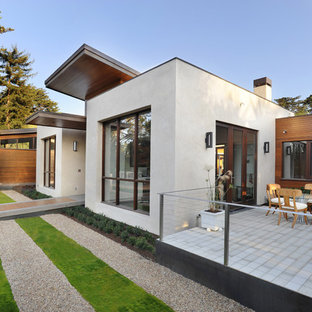 Gey and large contemporary one floor detached house in San Francisco with mixed cladding and a flat roof.