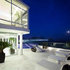 Modern Exterior by Eduardo Raimondi . Fotografia de Arquitetura