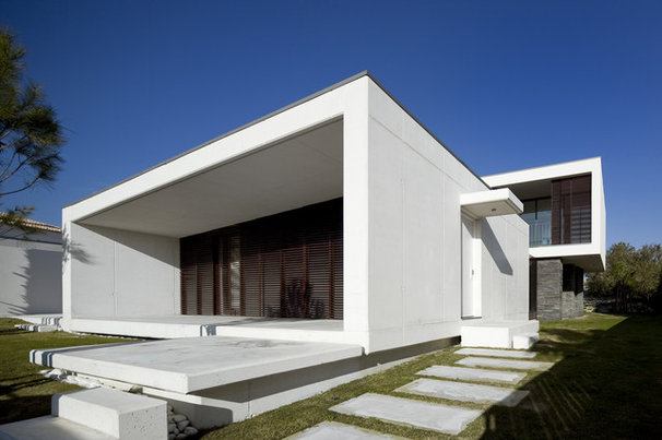 Contemporary Exterior by QUADRANTE Arquitectura