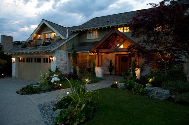 Traditional Exterior by Paul Moon Design