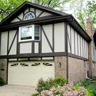 Ejemplo de fachada de casa beige, escandinava, de tamaño medio, de dos plantas, con revestimiento de aglomerado de cemento, tejado a dos aguas y tejado de teja de madera