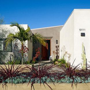 Immagine della facciata di una casa mediterranea a un piano
